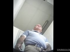 Daddy caught peeing - hidden cam from below